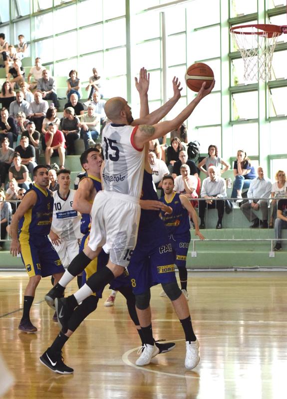 De Pascale 'dirige' la marcia trionfale del Bologna Basket 2016: si va a gara 3
