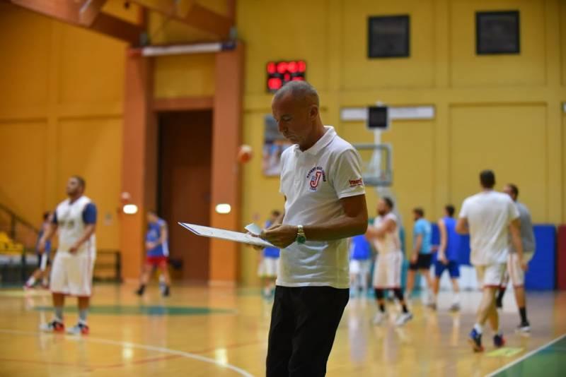 A tu per tu con coach Giovanni Teso del Secis Jesolo. Tra basket, pianoforte ed insegnamento