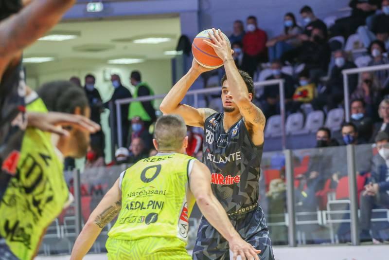 Dopo un'intensa battaglia agonistica, vittoria a Chieti per l'Atlante Eurobasket Roma
