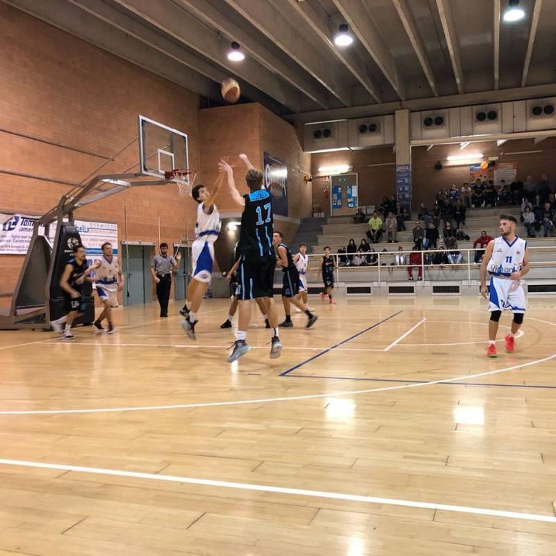 Dura un quarto la sfida tra la Cuneo Granda Basketball e la Lettera 22 Ivrea