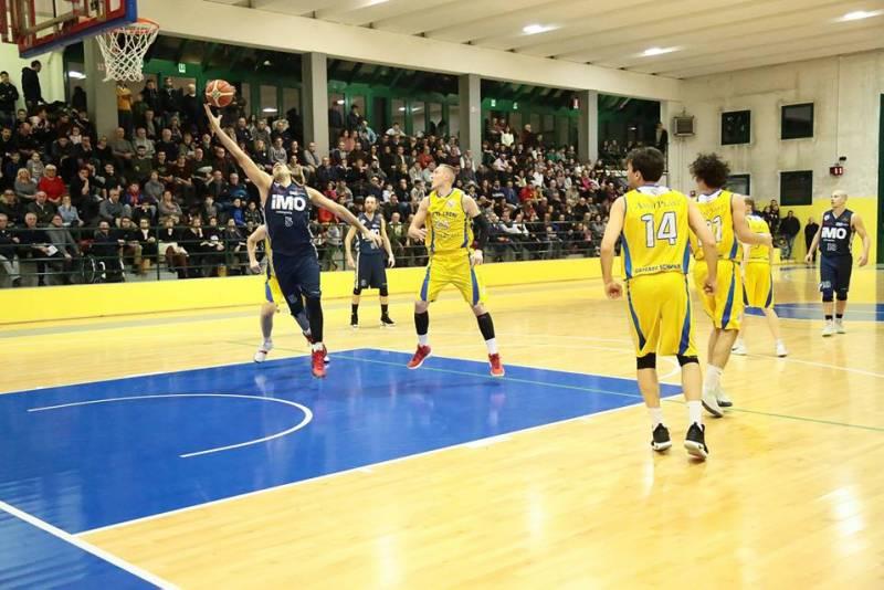 Il derbissimo tra Sette Laghi Gazzada e iMO Robur Basket Saronno sorride ai padroni di casa