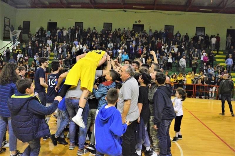Petrolmenga Ceglie: febbre gialloblu al Palasport 2006, è semifinale!