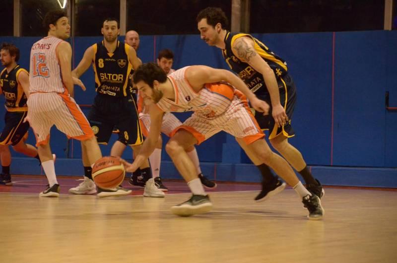 Quinta vittoria consecutiva di Casarredo Baseart Pesaro contro Isernia e raggiunta la zona playoff