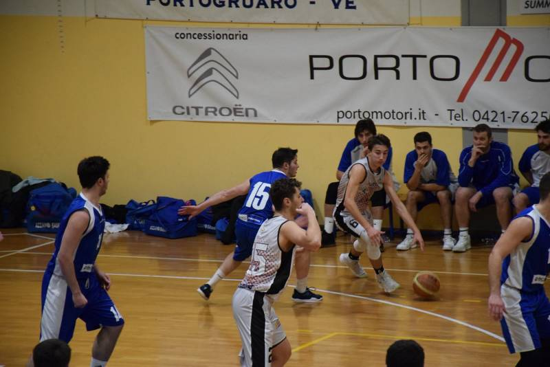 Nonostante infortuni e squalifiche Porto batte Azzano Decimo 78 a 63