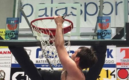 L'Amen Scuola Basket Arezzo vince Gara 5 e sale in Serie C Gold