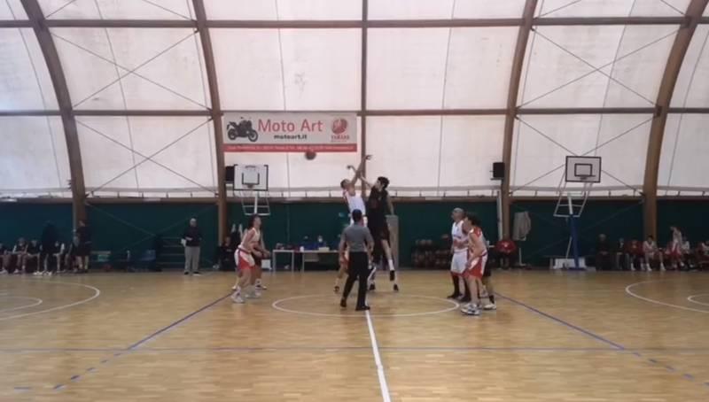 Palpitante derby al PalaReny. La spuntano di misura i padroni di casa della Scuola Basket