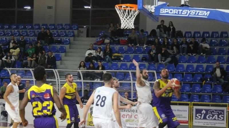 Il Castanea Basket cede di un punto a Sant'Agata. Derby estremamente nervoso